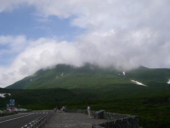 知床横断道路から見た羅臼岳