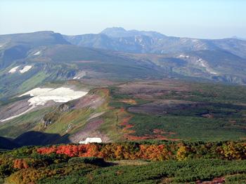 白雲岳テン場よりトムラウシを望む