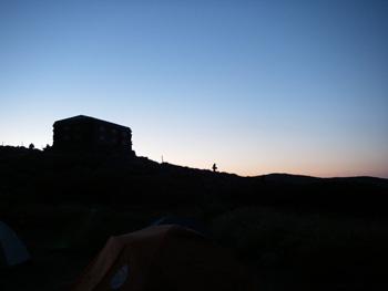 白雲岳非難小屋の朝