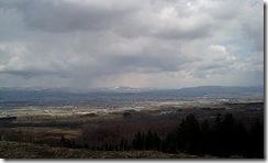 栗山の町を望む